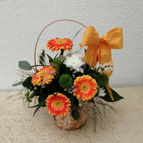 Cesta de flores em tons Laranja