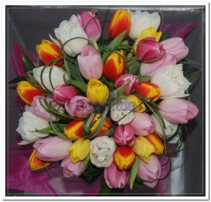 Ramo de aniversário com tulipas4