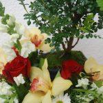 Arranjo floral com Bonsai