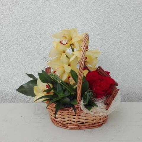 Cesta Orquideas e rosas