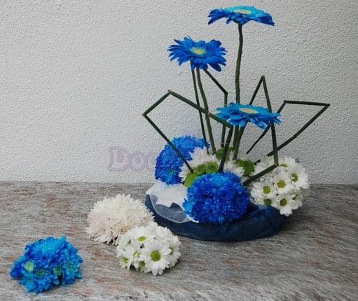 Arranjo Floral em tons branco e azul