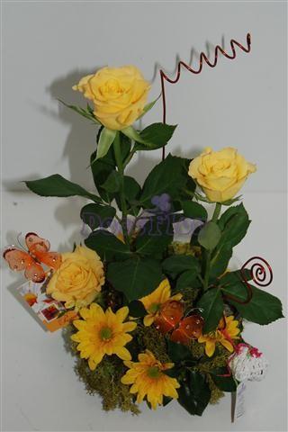 Arranjo floral em tons amarelos