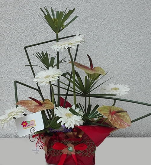 Arranjo floral de gerberas e antúrios