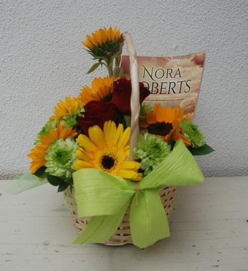 Cesta de Flores e livro