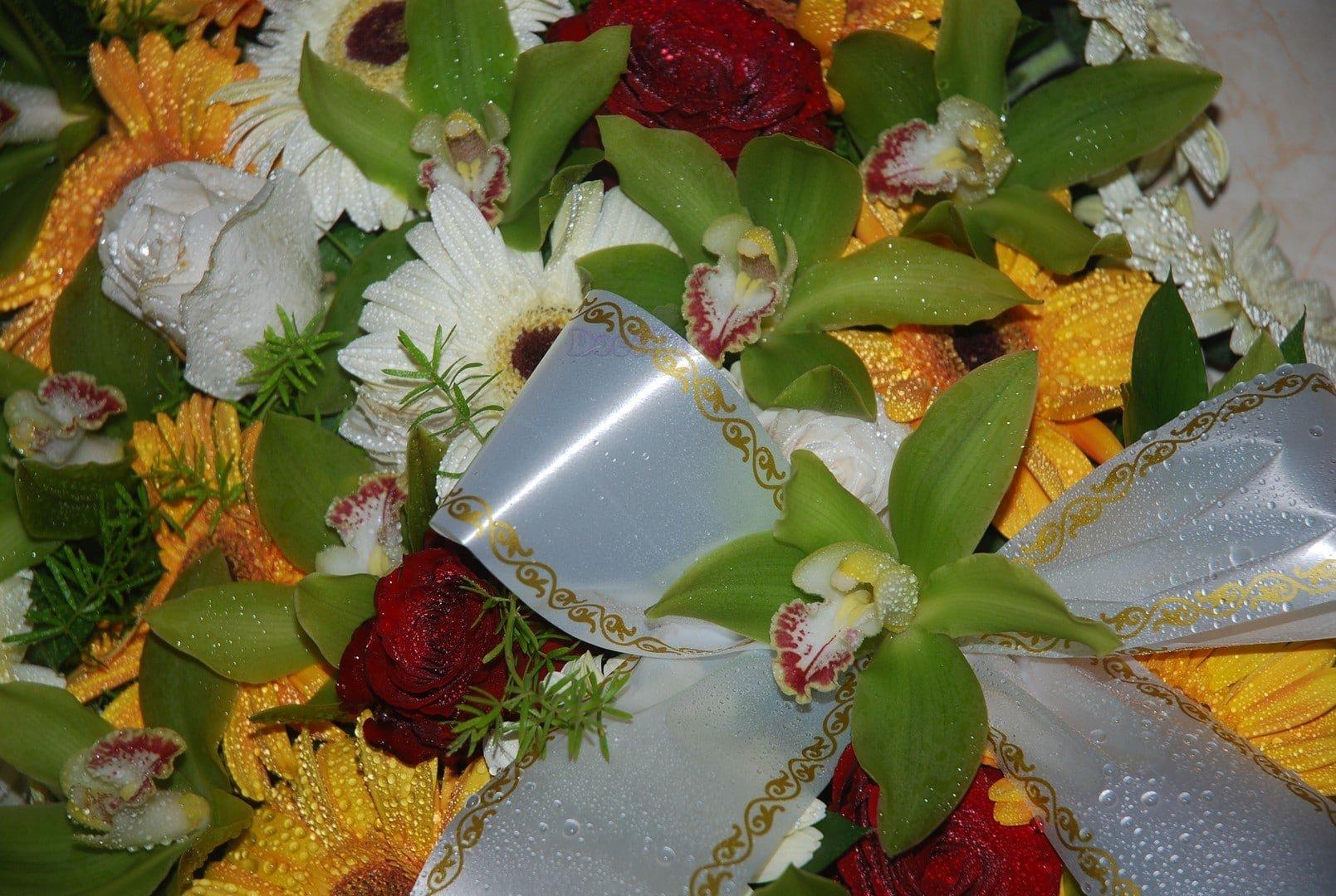 Palma de Funeral com orquideas