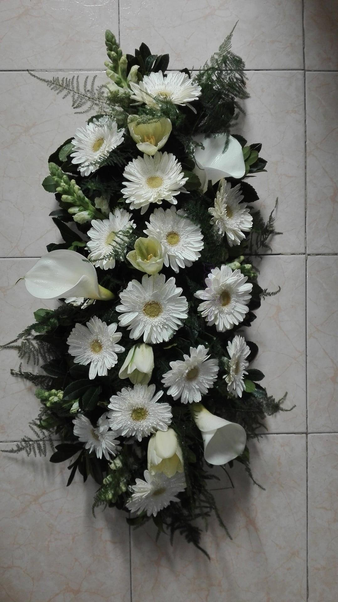 Palma de Funeral em tons brancos