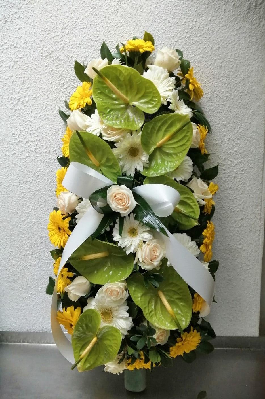 Palma para funeral com antúrios