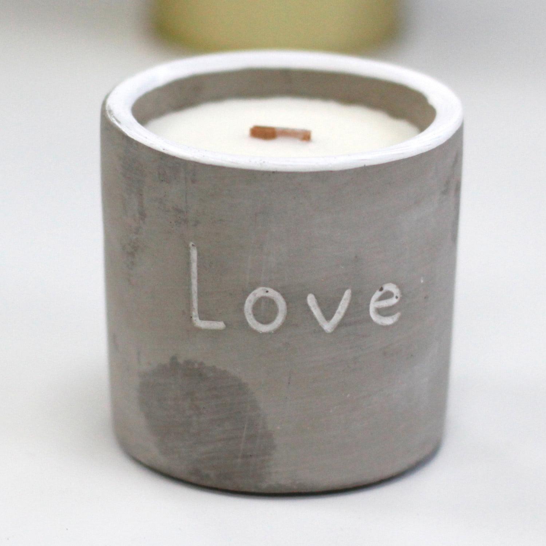 Vela em caixa de concreto – Redonda – Amor – Purple Fig & Casis